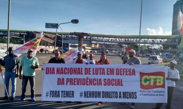 Vitória da luta: Trabalhadores (as) ocupam as ruas e Reforma da Previdência é suspensa