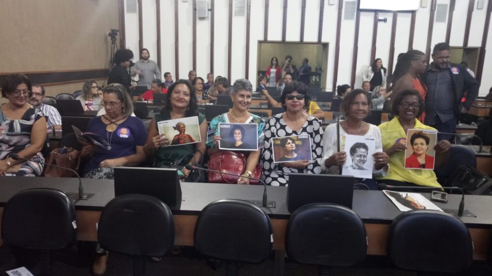 Diretora de Mulheres do SINTRACOM-BA é homenageada na A. Legislativa