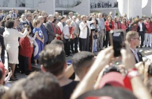 Dilma agradece aos movimentos: Vocês me dão calor, emoção e alegria