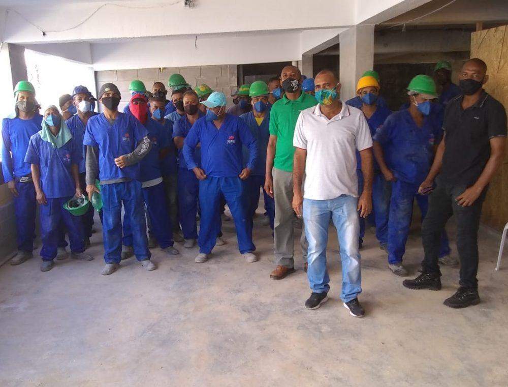 Trabalhadores (as) paralisaram atividades em obra de  estacionamento do Centro Médico Cárdio Pulmonar